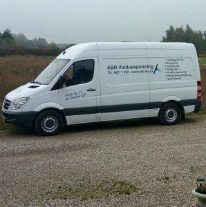 https://abr-vin.dk Billede af ABR Vinduespolerings firma bil